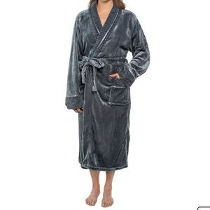 NWT Robe